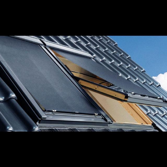 Store extérieur pare soleil pour fenêtre de toit VELUX