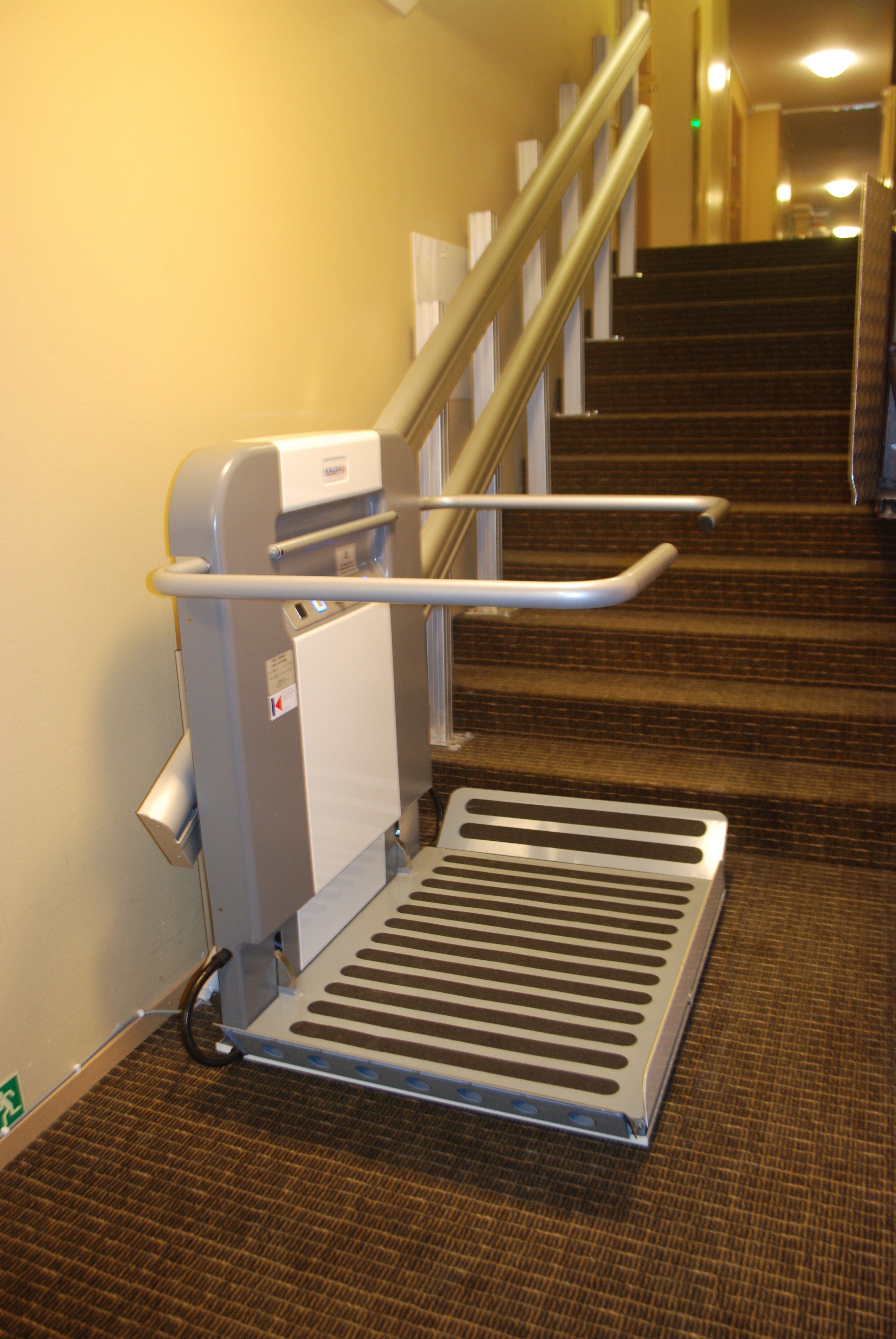 Plateforme Monte Escalier Pour Pmr Alma Mises Aux Normes