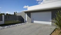 Comment bien choisir une porte de garage automatique pour une copropriété ?