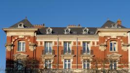 Agrandir une fenêtre en immeuble : comment faire et à quel prix