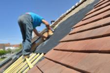 Entretien de la toiture de l'immeuble : conseil et prix