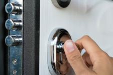 Porte blindée : fonctionnement, prix et installation en copropriété