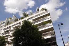 Faire une terrasse en immeuble : règles, coûts, revêtements et conseils