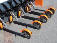 Vélos, trottinettes et scooters électriques en copropriété : règles, recharges, coût et solutions