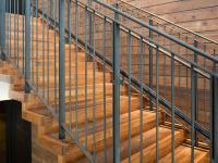 Mains courantes d'escaliers : installation, remplacement, règles et solutions