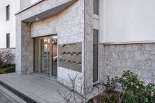 Sécurité des portes d'entrées d'immeubles : solutions, prix et risques