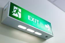 Les panneaux d'évacuation en immeuble : prix, loi, fonctionnement