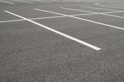 marquage au sol d un parking peinture rev tement et prix. Black Bedroom Furniture Sets. Home Design Ideas